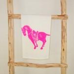 theedoek 'Horse' glow pink