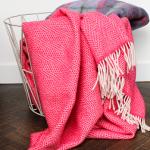Plaid cashmere merino roze rood mand - Ookinhetpaars.nl