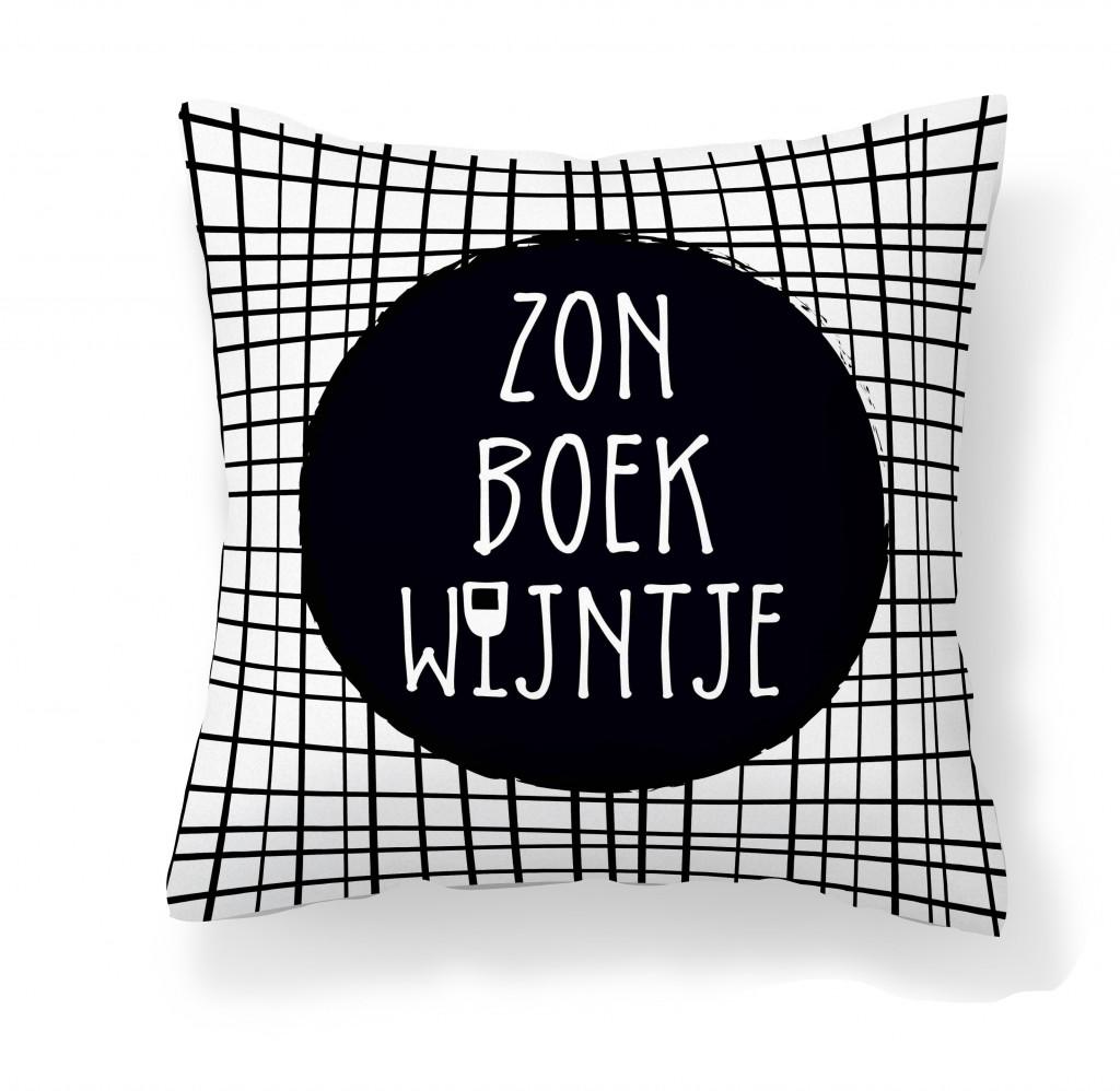 Buitenkussen van Zoedt met tekst zon boek wijntje - zoedt.nl