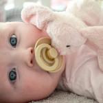 Hippe fopspeentjes en speenknuffels van Deense topmerken bij Neobaby