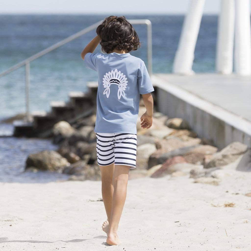 Trendy genieten van de zon met de UV-beschermende kleding van Petit Crabe