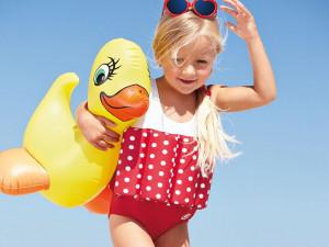 Veilig genieten in het water met de drijfpakjes van Beverly Kids