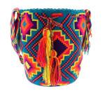 Kleurrijke Ibiza-style Wayuu Mochila tassen brengen zomerse vrolijkheid - morethanhip.nl