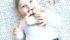 Minimalistische naamrammelaar met bijtring van Happily Finny musthave voor baby's