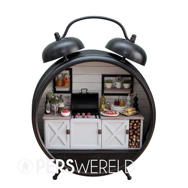 sweetdollhouse-gedecoreerde-wekker-buitenkeuken-2