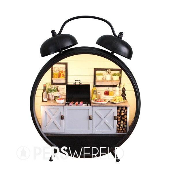 sweetdollhouse-gedecoreerde-wekker-buitenkeuken-3